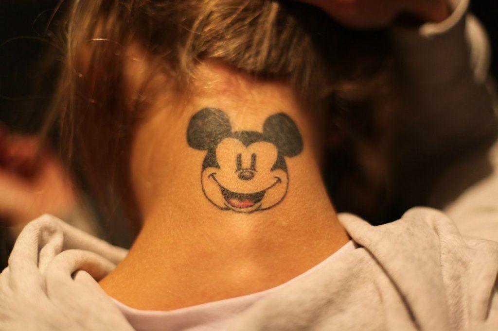 Татуировка на шею женская