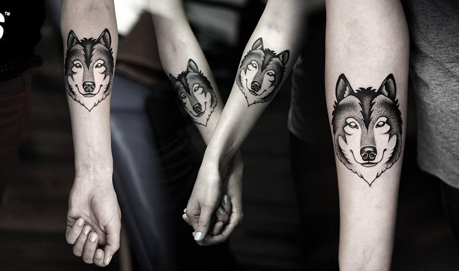 Татуировки для девушек волк на руке